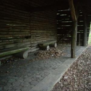 Hütte am Waldparkplatz