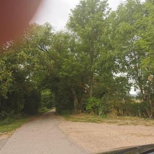 Kleiner Mitfahrer Parkplatz nach Klinitel Ortsausg