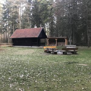 Hütte zwischen Harthausen a.d.Scher und Neufra